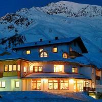 Hotel Alpenjuwel, hotel in Melago