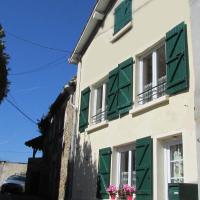 Holiday Home Rue Casse Cou, hôtel à Confolens