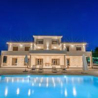 Petra Luxury Apartments, hotel in Korinthos