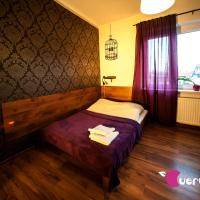 Very Berry Hostel - Old Town, Parking, Lift, Reception 24h
