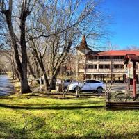 Riverbend Motel & Cabins
