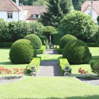"""Romantik-Ferienhaus """"Villa Alfredshöhe"""", hotel in Wissembourg"""