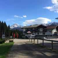 Karawanken Lodge, hotel in Faak am See