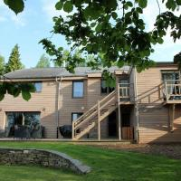 Beautiful holiday home with jacuzzi, sauna and monumental fireplace, Hotel in Manhay
