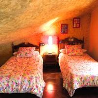 Casa Rural Cuevas del Sol, hotel in Setenil