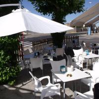Hostal Salones Victoria, hotel in Santa Marina del Rey