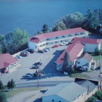 Hilltop Motel & Restaurant, hotel em Grand Falls