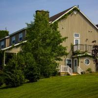 Chanterelle Inn & Cottages featuring Restaurant 100 KM, hotel em North River Bridge