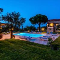 Mediterraneo Luxury Suites Halkidiki, hotel in Vourvourou