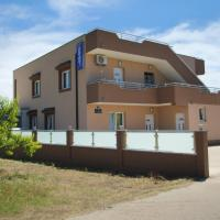 Ana & Marija, hotel in zona Aeroporto di Spalato - SPU, Kaštela (Castelli)