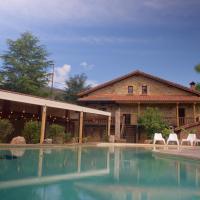 Apartamentos Lagares del Bear, hotel in Barros