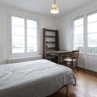 Chambres meublées chez l'habitant dans appartement proche gare sncf, hotel in Creil