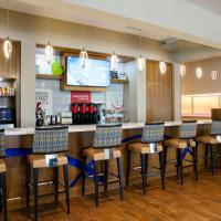 SpringHill Suites by Marriott Orlando at FLAMINGO CROSSINGS Town Center-Western Entrance, hotel em Orlando