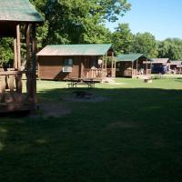 Fremont Jellystone Park Loft Cabin 5