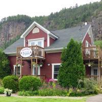 B&B Les Deux Pignons, hotel in Petit-Saguenay