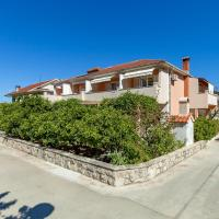 Apartments and Rooms Dobrila, hotel in Jelsa