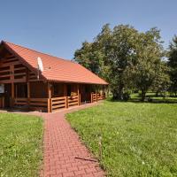 Drewniany dom z pięknym ogrodem, hotel in Bochnia