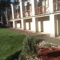 Poilsio namai Šaltinelis, viešbutis mieste Plateliai