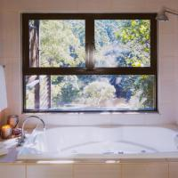 Whispering Valley Cottage Retreat, hotel in Maleny