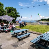 Burren Atlantic Hotel & Holiday Village, hotel in Ballyvaughan