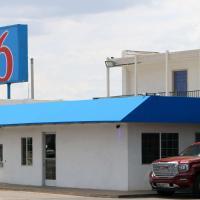 Motel 6-Delano, CA, hotel in Delano