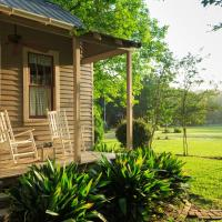 Maison D'Memoire Bed & Breakfast Cottages, hotel in Rayne