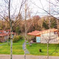 Bungalow Camping Los Manzanos, hotel en Santa Cruz de Oleiros