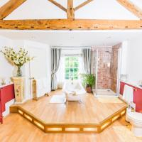 Self Catering Accommodation, Cornerstones, 16th Century Luxury House overlooking the River, hotel in Llangollen