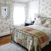 The Coolidge Corner Guest House: A Brookline Bed and Breakfast, hotel in Brookline