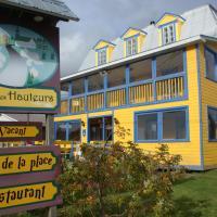 Gîte des Hauteurs et Café de la place, hotel em Saint Zenon