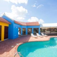 Green Cunucu With Pool, hotel em Oranjestad