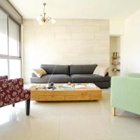 Charming Central Two Bedroom Apartment- Trumpeldor St.
