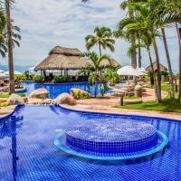 Plaza Pelicanos Grand Beach Resort All Inclusive, отель в городе Пуэрто-Вальярта