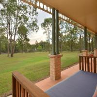 Merewether Homestead with Pool and Family friendly, hotel in Branxton