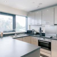 Room Space Service Apartments – New Manor House – hotel w mieście Bracknell