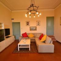 Peaceful Holiday Home with Pool in Montefiridolfi Italy, hotell i Montefiridolfi