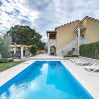 Magnificent Villa in Vrsar with Swimming Pool, Hotel in Vrsar