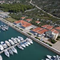 Apartment ACI Marina CRES, hotel in Cres