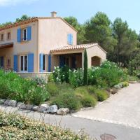 Modern Villa in Saumane-de-Vaucluse with Swimming Pool