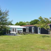 Detached holiday home with extra facilities near the sea