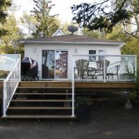 Lakefront Cottage in Manitou Beach by Prowess, hotel em Manitou Beach