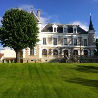 Eclosion Château Hôtel & Restaurant、Saint-Paul-en-Jarezのホテル