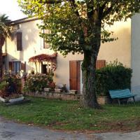 Charmante maison à la ferme, hotel in Valderiès