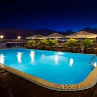 Galliot Hotel, отель в Нячанге