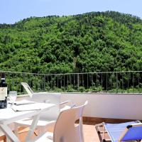 Panoramic Apartment with Balcony and Terrace, hotel in Pigna