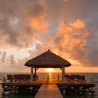 Weezie's Ocean Front Hotel and Garden Cottages, Hotel in Caye Caulker