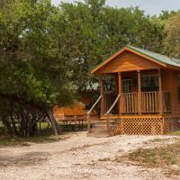 Medina Lake Camping Resort Cabin 4, hotel in Lakehills