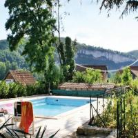 Cozy Holiday Home in Tour-de-Faure with Swimming Pool, hotel en Crégols