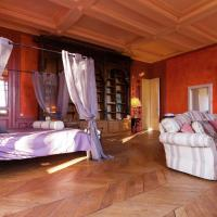 Vintage Castle in Chaleix with shared pool, hotel in Chalais
