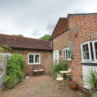 Charming Holiday Home in Goudhurst Kent with Parking, hotel in Goudhurst